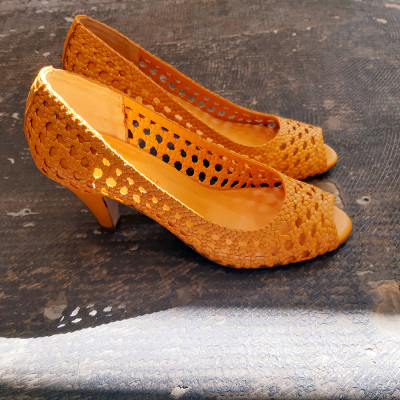 Zapato trenzado amarillo